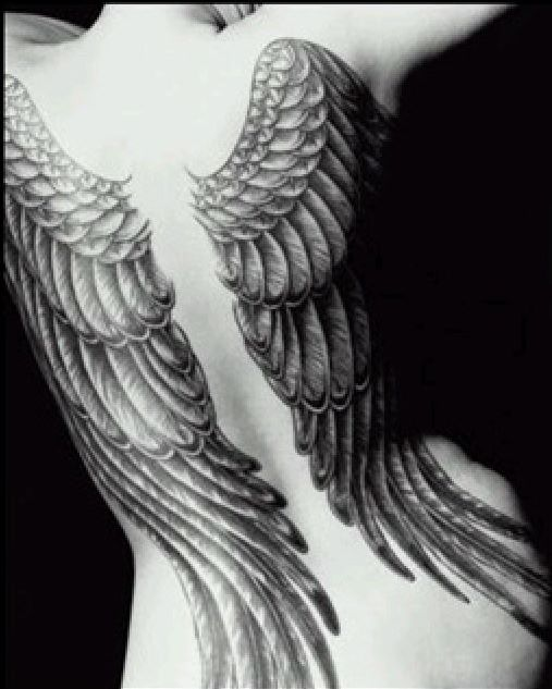 Tato-tato bermotif sayap
