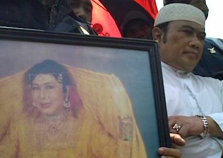 Rhoma Irama menilai sosok Ellya sebagai Ratunya Dangdut Indonesia